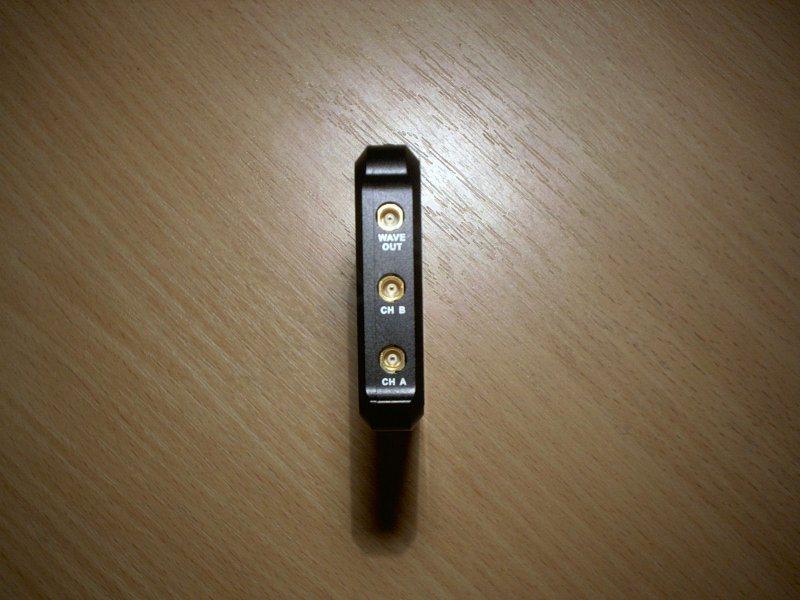 DS203, неплохой, небольшой и простой осциллограф по приятной цене.