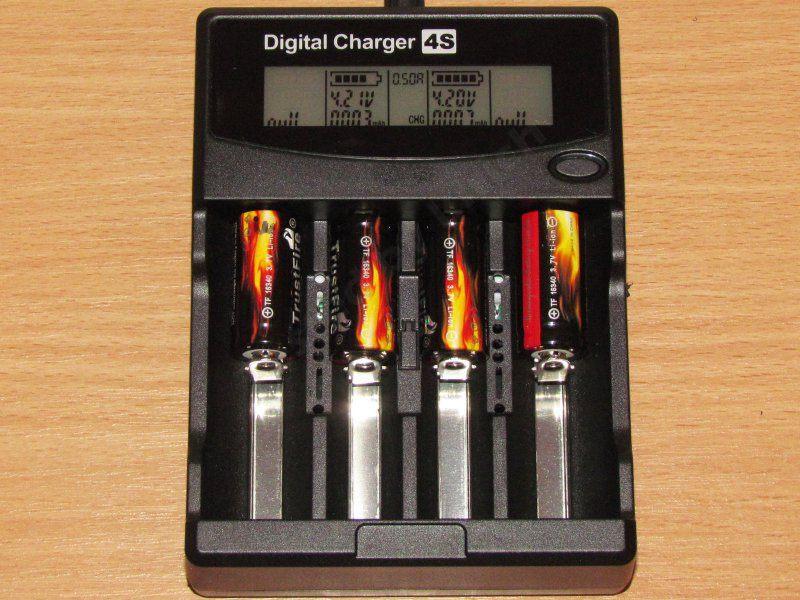FL-4H-LCD-D, или зарядное устройство от неизвестного производителя.