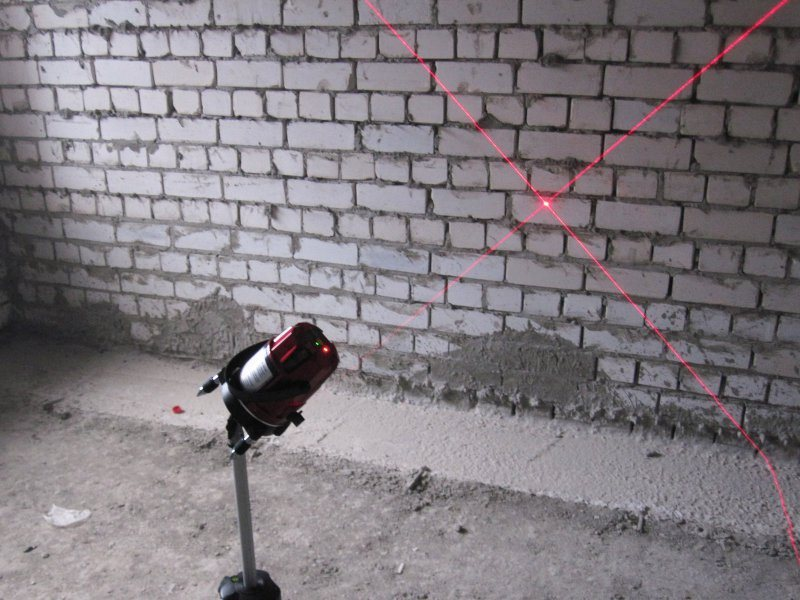 BX205, самонивелирующийся перекрёстный лазерный уровень с пятью лучами и отвесом